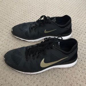 Nike free trainer fit 5 black and gold shoe
